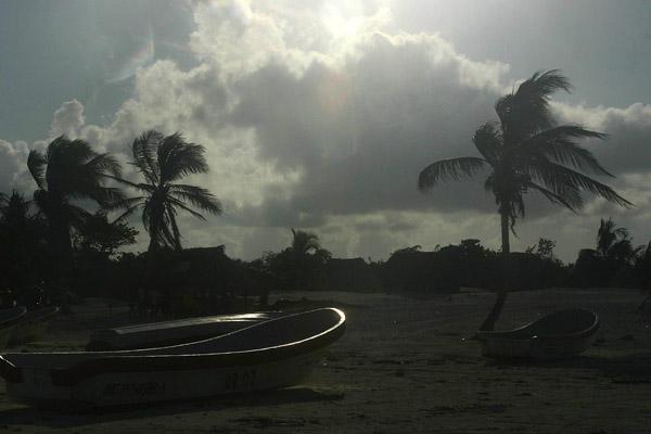 Zdj�cia: Tulum, Quintana Roo, �odzie na pla�y w Tulum, MEKSYK