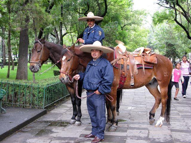 Zdjęcia: Miasto Meksyk., Straznicy parku Alameda Central, MEKSYK