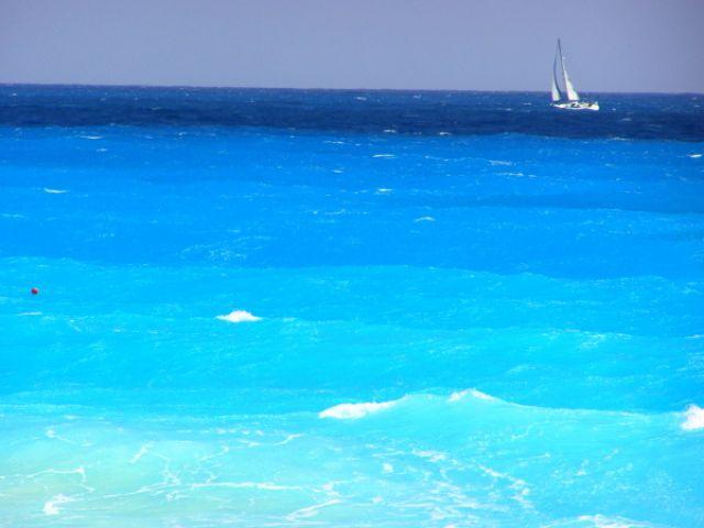 Zdjęcia: Cancun, samotny biały żagiel, MEKSYK