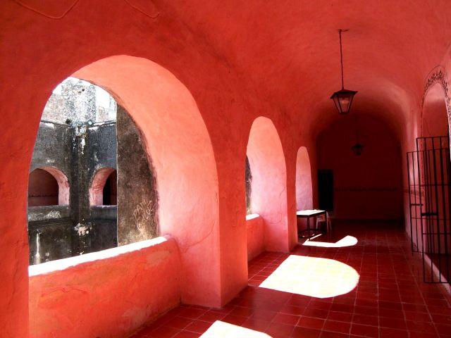 Zdjęcia: Valladolid, klasztor San Bernardino - kruzganek, MEKSYK