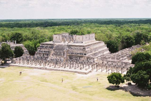 Zdj�cia: Chichen Itza, Jukatan, Chichen Itza - �wi�tynia Wojownik�w i Kompleks Tysi�ca Kolumn, MEKSYK