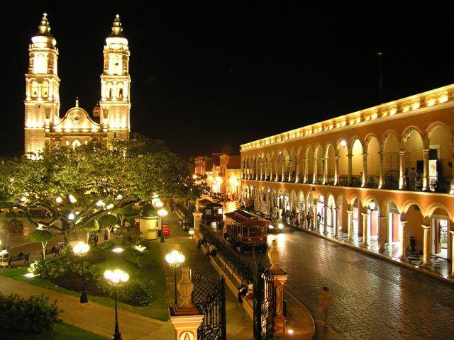 Zdjęcia: Merida, Jukatan, Nocny specer, MEKSYK