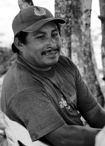 Zdj�cia: playa de carmen, jukatan, cz�owiek ze z�otym pistoletem -wersja meksyka�ska, MEKSYK