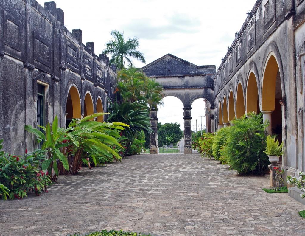 Zdjęcia: Okolice Uxmal, Jukatan, Opuszczona hacjenda, MEKSYK