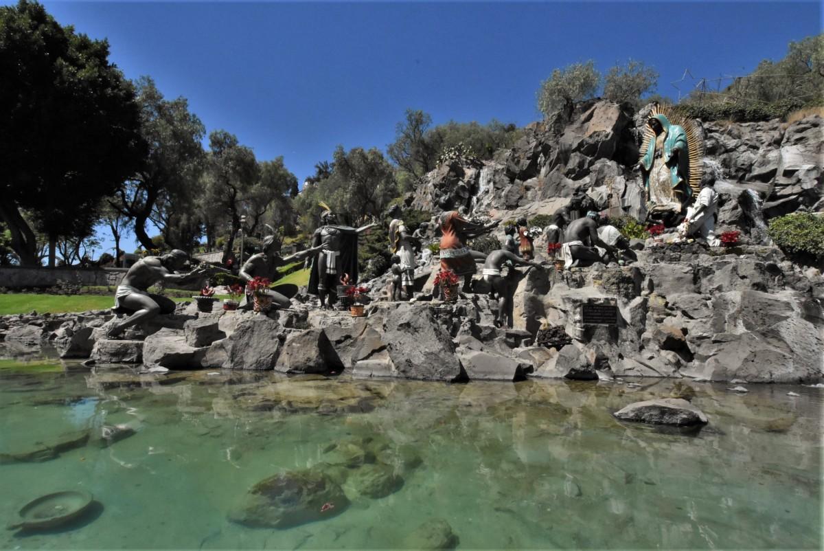 Zdjęcia: Guadalupe, Mexico City, Guadelupe, pomnik ofiarowania Indian, MEKSYK