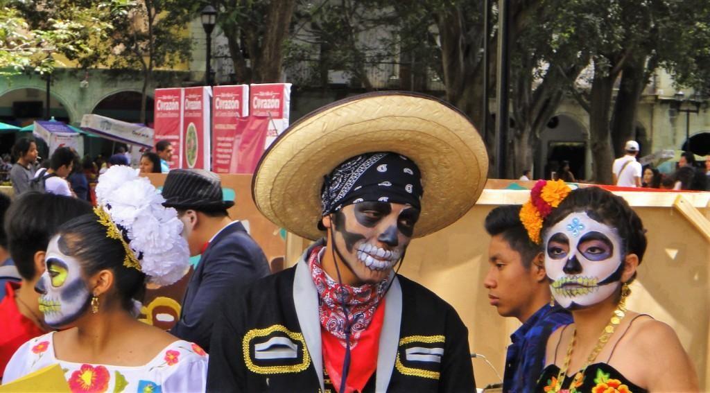 Zdjęcia: Oaxaca, Oaxaca, Przebrania podczas obchodów Święta Zmarłych w Meksyku, MEKSYK
