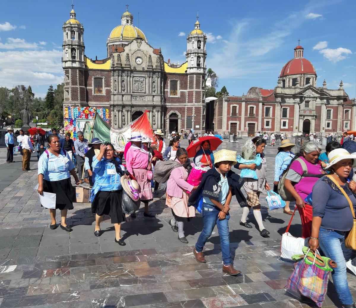 Zdjęcia: Mexico City, Stolica, Guadalupe, pielgrzymi, MEKSYK