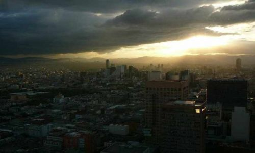 Zdjecie MEKSYK / Meksyk df / Torre Latinoamericana / Miasto na wysokosci 140m w trakcie zachodu