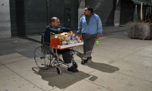 Zdjecie MEKSYK / - / MEXICO CITY / W oczekiwaniu na kupca