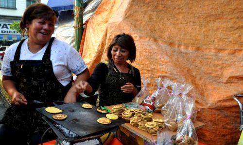 Zdjecie MEKSYK / - / Przed Sanktuarium Matki Boskiej z Guadelupe / Mexico City,