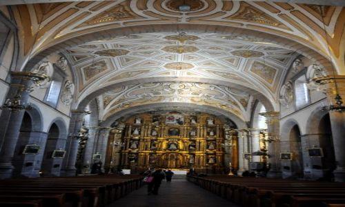 Zdjecie MEKSYK / - / W kościele Santo Domingo / Puebla