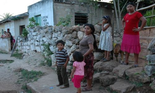 Zdjecie MEKSYK / Yucatan / St.Elena / W miasteczku Mayów