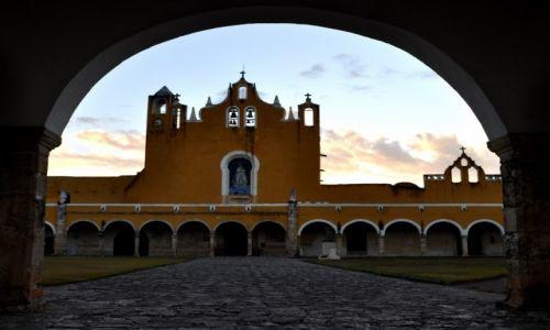 Zdjęcie MEKSYK / - / Dominikański Klasztor Matki Boskiej Jukatańskiej / Izmal