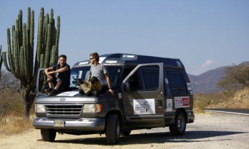 Zdjęcie MEKSYK / - / Meksyk / Bus cinemaya w trasie