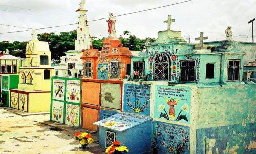 Zdjecie MEKSYK / Yukatan /   / Kolorowy cmentarz