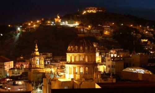 Zdjecie MEKSYK / brak / Guanajuato / Panorama Guanajuato nocą
