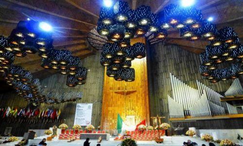 Zdjecie MEKSYK / Mexico City / Sanktuarium Matki Boskiej z Gwadelupe / wnętrze nowej Katedry Matki Boskiej z Gwadelupe