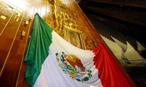 Zdjecie MEKSYK / Mexico City / Sanktuarium Matki Boskiej z Gwadelupe / wizerunek Matki Boskiej odbity na tilcie Juan Diego