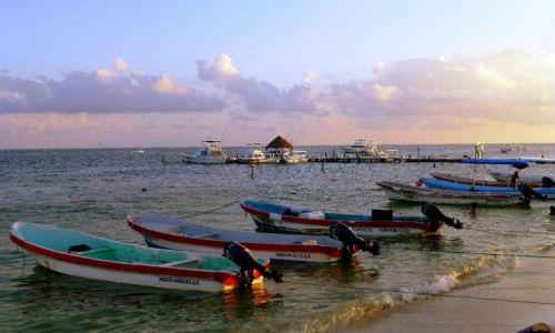 Zdjęcie MEKSYK / Quintana Roo / Puerto Morelos /  w marinie przed zachodem słońca