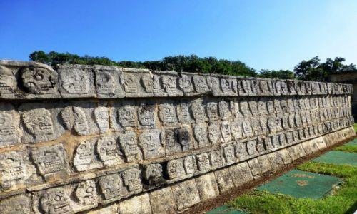Zdjęcie MEKSYK / Jukatan / Chichen Itza / świątynia czaszek