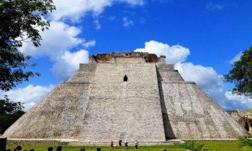 Zdjecie MEKSYK / Julatan / Uxmal / Piramida Czarnoksiężnika w Uxmal