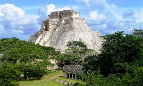 Zdjecie MEKSYK / Julatan / Uxmal / widok na Piramidę Maga z Pałacu Gubernatora