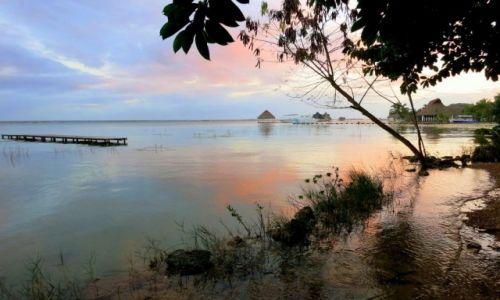 Zdjęcie MEKSYK / Quintana Roo / Laguna Bacalar / magiczna chwila przed zachodem słońca