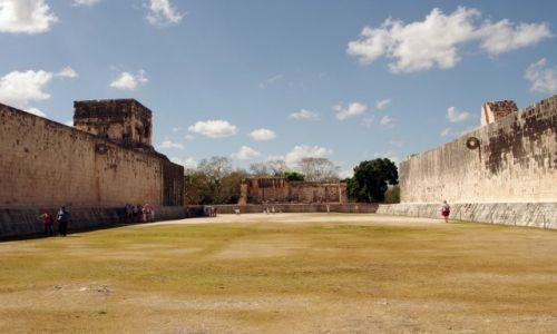 Zdjęcie MEKSYK / Jukatan / Chichen Itza / Boisko do gry w pelotę (Ullamaliztli)