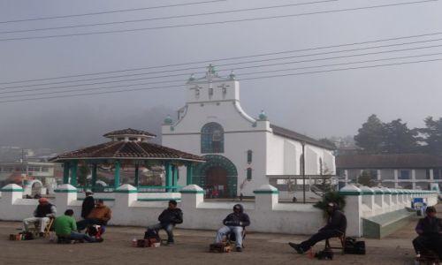 Zdjęcie MEKSYK / Chiapas / San Juan Chamamula / Kościól synkretyczny