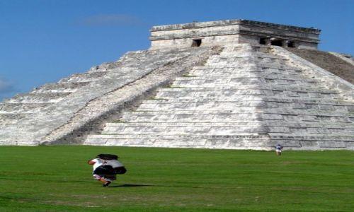 Zdjecie MEKSYK / Yucatan / Chichen Itza / Indianka w Chichen Itza