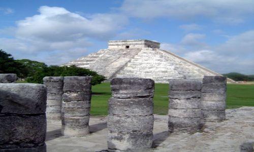 Zdjecie MEKSYK / Yucatan / Chichen Itza / Kolumny w Chichen Itza