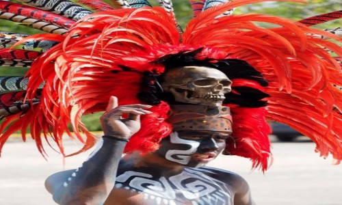Zdjęcie MEKSYK / Jukatan / okolice cenote Ik Kill / Chłopak w czerwonym pióropuszu
