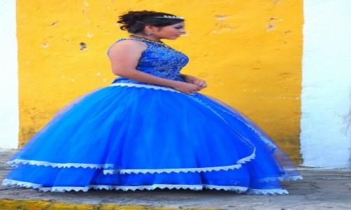 Zdjecie MEKSYK / Jukatan / Izamal / Dama w niebieskiej sukni