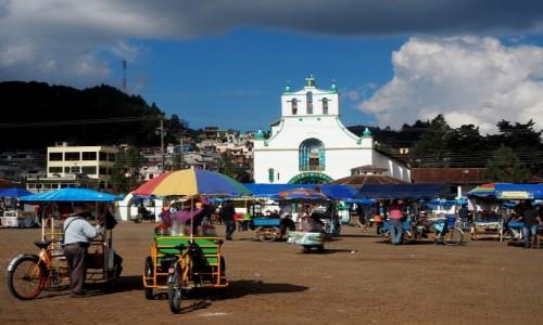 Zdjęcie MEKSYK / Chiapas / San Juan Chamula / Riksze czekają... a chętnych nie ma