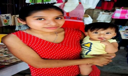 Zdjęcie MEKSYK / Chiapas / Wodospady Agua Azul / Młoda mama