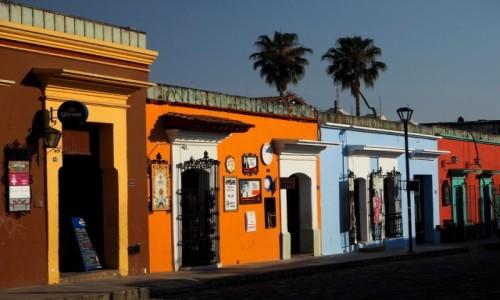 Zdjęcie MEKSYK / Oaxaca / Oaxaca de Juárez / Kolorowa uliczka w Oaxaca
