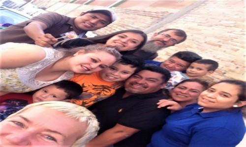 Zdjęcie MEKSYK / Guerrero / Taxco / My i przesympatyczna meksykańska rodzina po rozbiciu piniaty