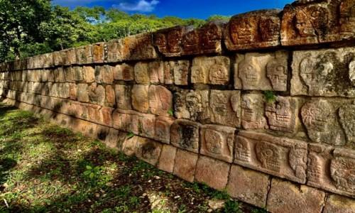 Zdjecie MEKSYK / Jukatan  / Chichen Itza  / Mur z czaszkami w mieście Majów