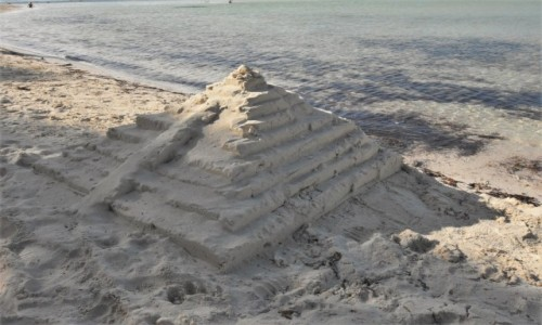Zdjecie MEKSYK / Jukatan / Cancun / Cancun, budowla z piasku