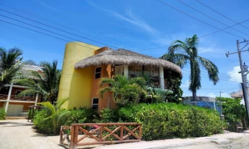 Zdjecie MEKSYK / Wyspa Holbox / - / Kolorowa zabudowa wyspy