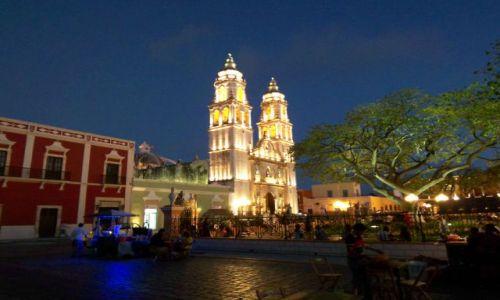 MEKSYK / brak / Campeche / oswietlona katedra robi wrazenie