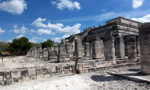 Zdjecie MEKSYK / brak / Jukatan / Chichen Itza / kolumny przy Swiatyni Wojownikow
