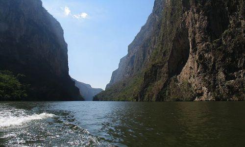 Zdjecie MEKSYK / Chiapas / Kanion del Sumidero / w kanionie 6