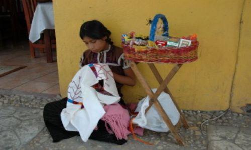 Zdjecie MEKSYK / Chiapas / Palenque / Uliczna sprzedawczyni