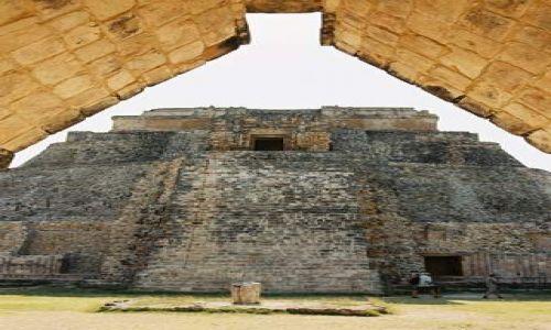 Zdjecie MEKSYK / Jukatan / Uxmal / Uxmal - Piramid