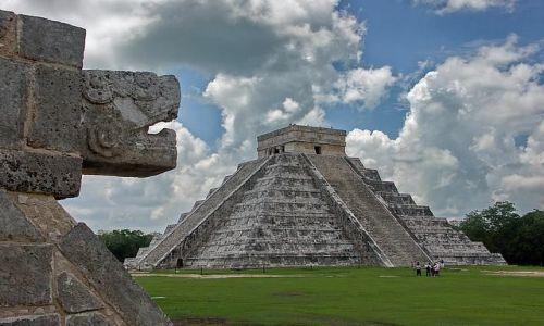 Zdjęcie MEKSYK / Chichen Itza / piramida Kukulkana / Yucatan