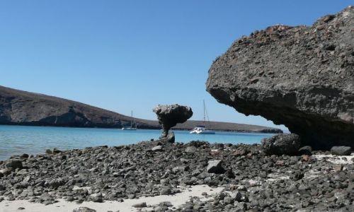 Zdjęcie MEKSYK / Meksyk / Morze Korteza / Katamaran w zatoce Ballandra
