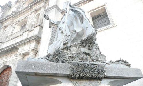 Zdjecie MEKSYK / Mexico City / plac przy katedrze Careery / Pomnik przy katedrze Careery