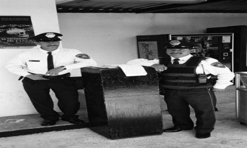MEKSYK / brak / Meksyk (stolica) / Policjanci z Plaza des las Tres Culturas