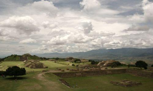 MEKSYK / Oaxaca State / Monte Alban / Monte Alban...niebo do wynajecia